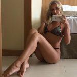 chaude femme nue se dévoile dans le 56