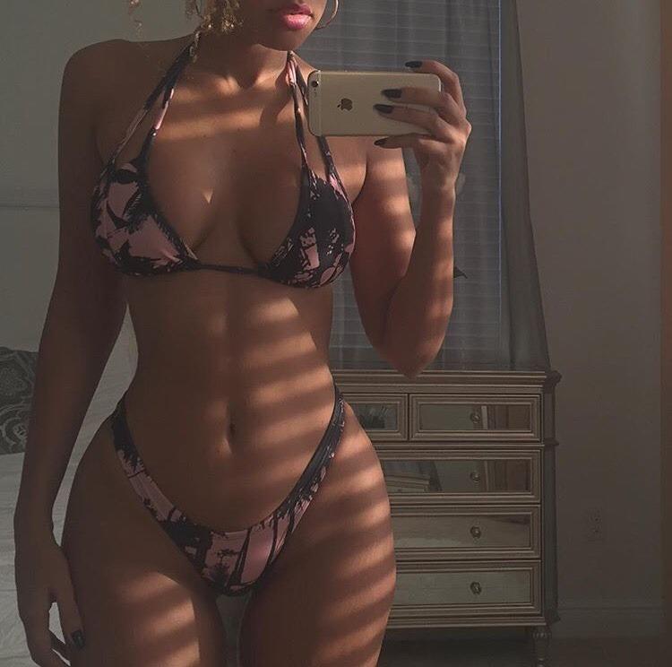 meuf ultra sexy et nue dans le 71