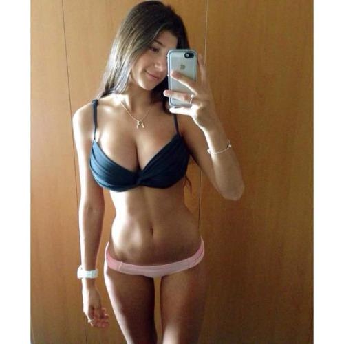 femme nue sexy dans le 10